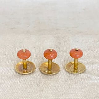 18 kt. gold & coral- Antique Georgian buttons in an original leather case coral