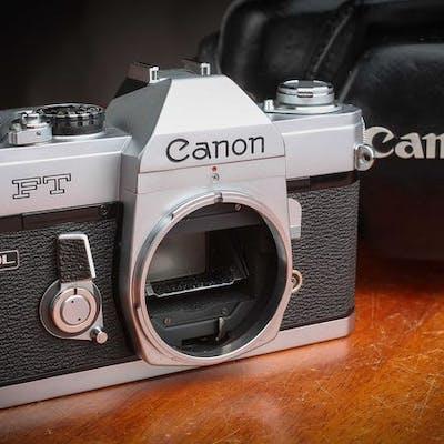 Canon FT QL Chrome très beau avec un superbe étui 1966