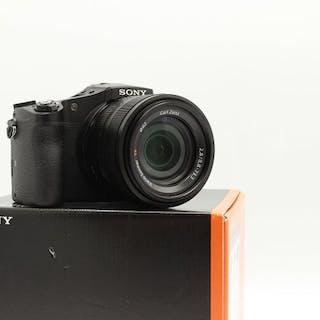 Sony DSC-RX10 24-200mm Zeiss T*-coated-lens f/2.8 + wifi + 4K