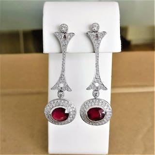 18 kt. White gold - Earrings - 4.38 ct Ruby - Diamonds