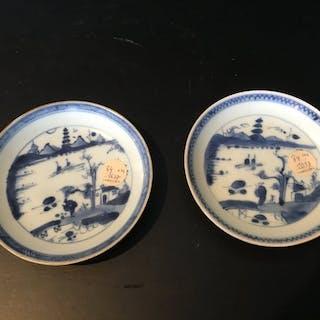 Zeichen (2) - Blau und weiß - Porzellan - nervende Ladung...