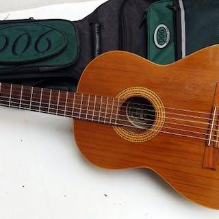 Juan Estruch - Guitare classique en bois massif