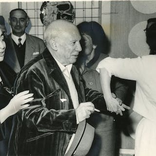 Keystone/Daily Telegraph - Pablo Picasso with wife Jacqueline, Cannes 1961