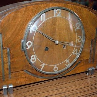 Kaminuhr - Holz - Erste Hälfte des 20. Jahrhunderts