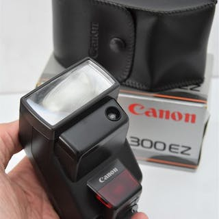 Canon CANONSpeedlite300EZFlashgun. (With Box & Case).