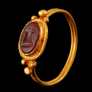 Ancient Roman Gold ring engraved with an ax