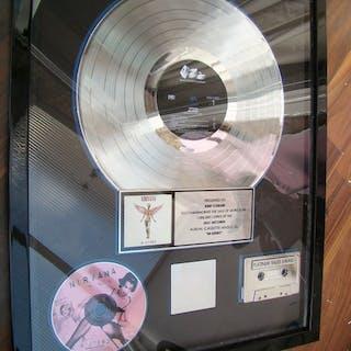 """Nirvana -""""IN UTERO"""" presented to Kurt Cobain..."""