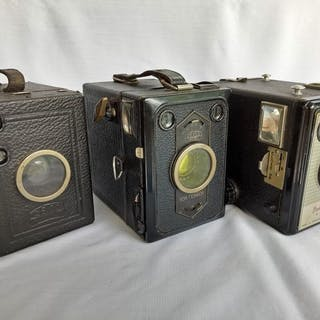 Zeiss Ikon Box Tengor // kodak Brownie Flash II // Zeiss ikon (uses BII film)