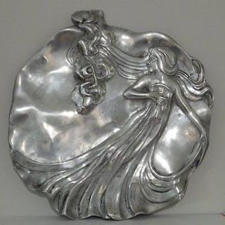 Dessous de plat art nouveau : étain de la fontaine