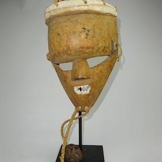 Intaglio (1) - Legno - Mukinka - Salampasu - Repubblica Democratica del Congo
