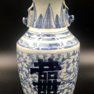 Vaso - Porcellana - simboli fortunati - Cina - Periodo repubblica (1912-1949)