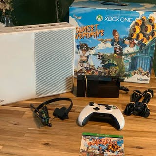 Xbox One Special White Edition - Sunset Overdrive - In original box