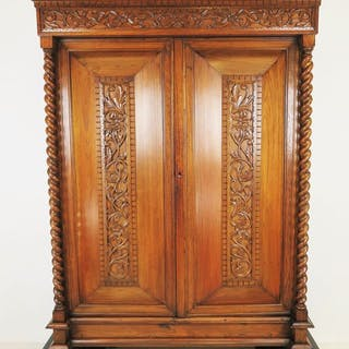 Cushion cupboard with beautifully twisted columns...