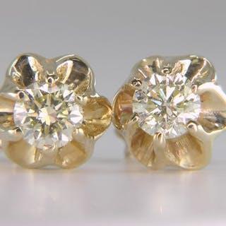 1c5f5110ae5f7 a karat yellow gold diamond | Barnebys