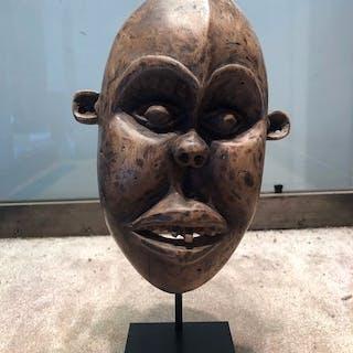 Maschera (1) - Legno - Bamileke - Camerun