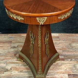 Tavolo con piedistallo in mogano impero decorato con bronzi dorati