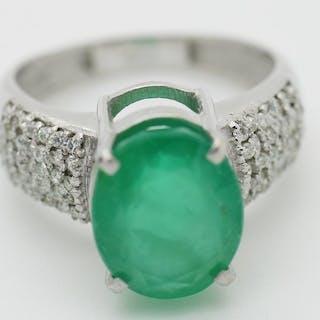 18 kt. White gold - Ring - 3.99 ct Emerald - Diamonds
