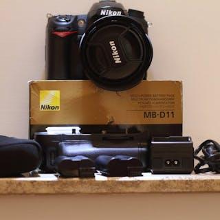 Nikon Nikon D7000 + Nikkor DX AF-S 18-70mm F/3.5-4.5 G ED + battery grip MB-D11