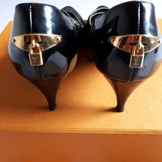 Louis Vuitton - Zwart lakleren Pumps Gold Lockset Italy. Pumps