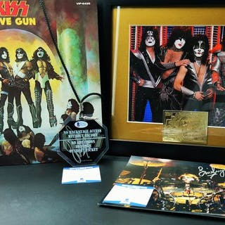 KISS - Eric Singer signed back stage pass and photo...