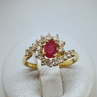 18 kt. Yellow gold - Ring - 0.50 ct Ruby - Diamonds