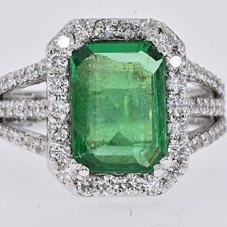 18 kt. White gold - Ring - 4.09 ct Emerald - 1.15 Ct Diamonds