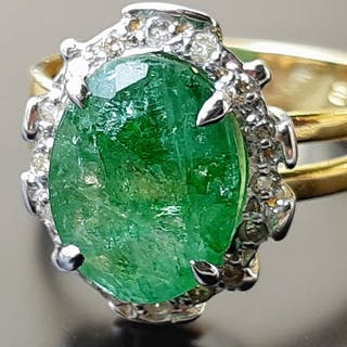 18 kt. Gold - Ring - 4.09 ct Emerald - Diamonds