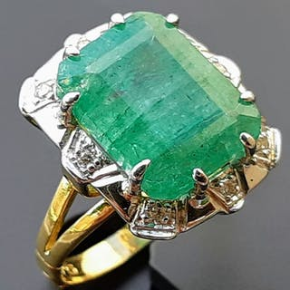 18 kt. Gold - Ring - 6.75 ct Emerald - Diamonds