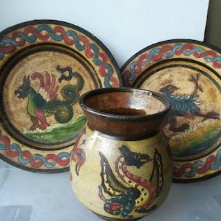 Arno Montopoli  - Coppia di piatti e un vaso - Ceramica