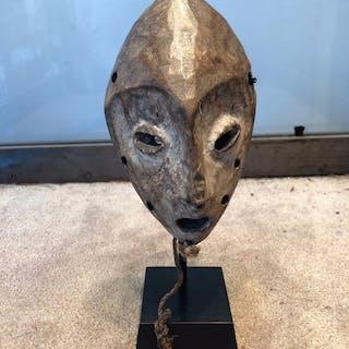 Passport-Maske (1) - Holz, Pigmente - Lega - Kongo