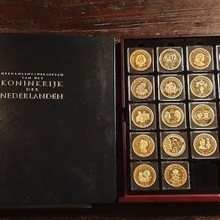 Die Niederlande - Herdenkingsuitgiften Koninkrijk Der...