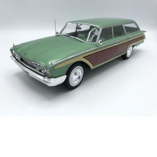 Model Car Group - 1:18 - MCG - Schaal 1/18 - Ford Country...