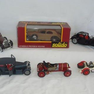 """Solido - 1:43 - 1930 Bugatti-41 """"ROYALE"""" ref.136-1964 /..."""