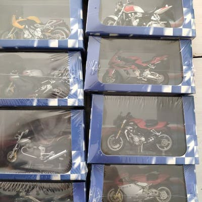 Atlas - 1:24 - lot de 14 motos Superbikes neuves