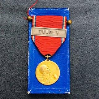 Frankreich - Seltene Medaille von Vers une mit Barrette...