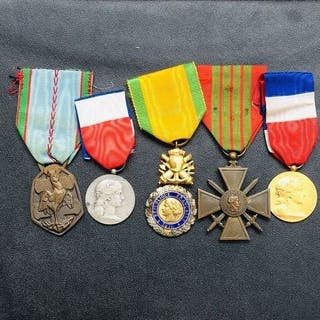 Frankreich - Posten französische Militärmedaillen 39 45...