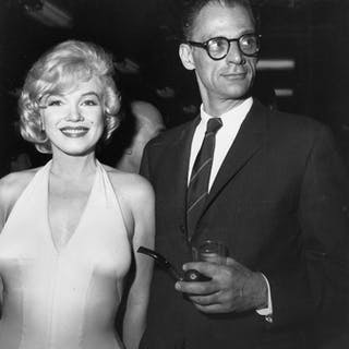 Unknown/Globe Photos/Photofest/Bettmann Collection - (2x) Marilyn Monroe