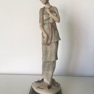 Giuseppe Armani - Capodimonte - figurina di una donna - Porcellana