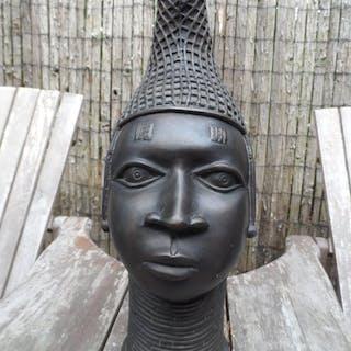 Testa - Bronzo - Nello stile di Bini / Edo - Africa