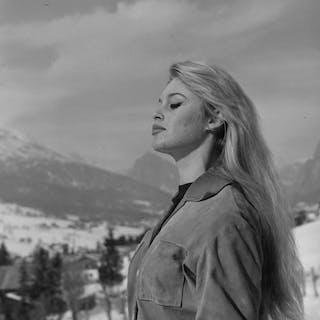Unknown/Dufoto/Gamma - Brigitte Bardot, Cortina D'Ampezzo, Italy, 1958 / 1970