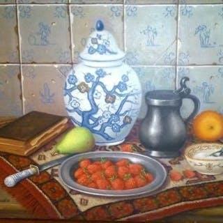 Frans.TH.van Gaalen (1904-1990) - Stilleven met vaas en tinnen schaal aardbeien