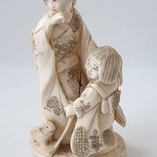 Okimono - Ivory - Bijin (beauty) with Karako - Japan - Meiji period (1868-1912)