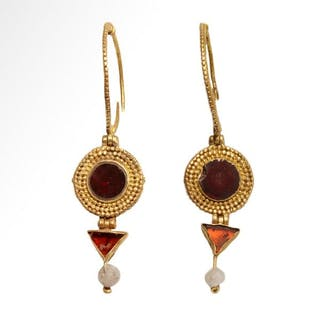 Ancient RomanGold, and garnets Earrings