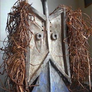 Masque planche - bois, raphia - Toussiana - Bobo - Burkina Faso