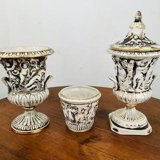 Capodimonte - Vaso coperto, vaso, vaso (3) - Porcellana