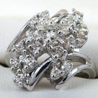 14K Gold - 0.84ct - diamond entourage ring.