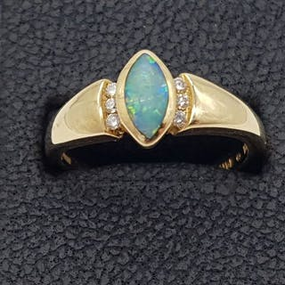 14KT - MarquiseOpal & Diamond Ring (1975) - 14 kt