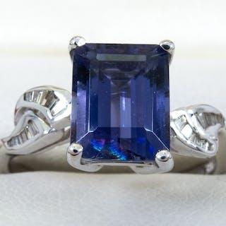 14 kt. Gold - 3.02 Ct. - diamond & fine tanzanite ring