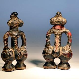 coppia di sculture - Ceramica, Perle di vetro - Tikar - Camerun