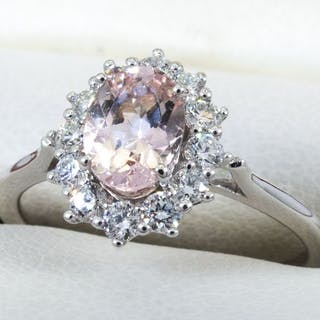 14 kt. Gold - 1.10 Ct - morganite and diamond ring.